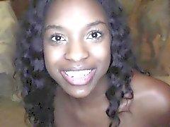 Nettes zierliche schwarzen Mädchen mit perfekt aufeinander runden Hintern Armani