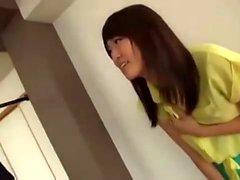 adolescente japonesa fodido através de buracos em sua calcinha