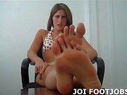 Lass mich meine kleinen Zehen in dein Gesicht wackeln JOI