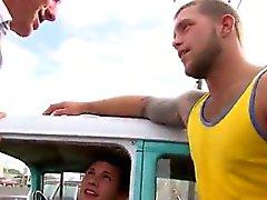 Glada tonårs grabbar fullständigt avsugning gratis video Denna veckas uppdatering com