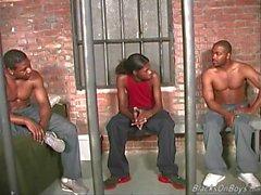 Hombre negro obtiene follada por los hombres negros compañeros