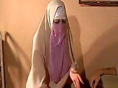 De Hijabi Muslimah nul de sperme de à 10 pouces énorme bite occidentale