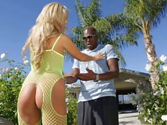 Madelyn Monroe shows her assets to black guy outdoor