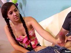 Annika Eve hasst es, ihren Stiefbruder besonders zu sehen