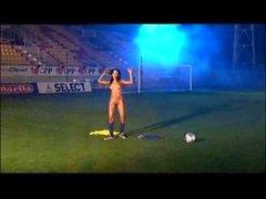 Brasiliano cutie di giocare a calcio