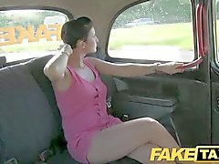 FakeTaxi - Praga beldade dentro de um táxi london