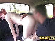 Gefälschte Taxi Innocent Teen nimmt großen, fetten Schwanz