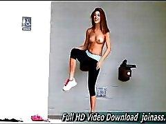 Hannah tema esportivo continua como mostra seu flexível