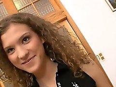 adolescente impertinente recebe um eixo pesado