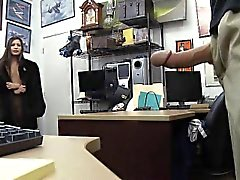 Latina, Bir Kürk Kabuğunda Sucking Dick In Pawn Shop Office