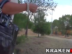 Krakenot - Provocative milf i voyeur video utomhus