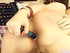 Кудрявый Busty Роуз очках мастурбацией