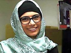 Geilen Mia Dubai zeigen ihre reizvolle Karosserie