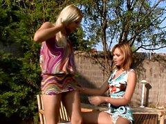 Ass Adventures, jossa Nikitta ja Rikki ovat lesboa anaali hauskaa