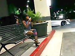 Si qu'elle fume elle attise à chaud étudiante noirs baiser de POV