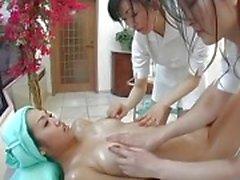 Giapponese di lesbico Trio Massage