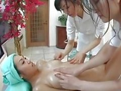 Massagem japonesa Threesome Lesbian