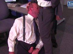 Boss Adam Russo Demanda Blowjob De Empregado