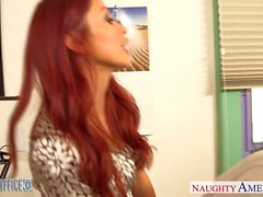 Рыжий красотка Моника А. ебешь в офисе