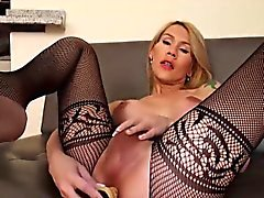 Attractive shemale Nathy Vaqua knows how to use her sex toy