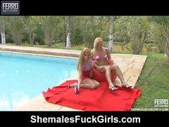 Thais & Julia transsexual e pussygirl em vídeo