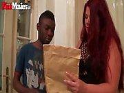 FunMovies Chubby deutsche Hausfrau Hahnrei mit einem großen schwarzen Mann