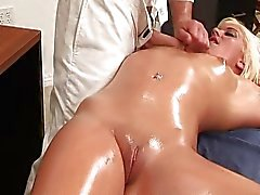 Gemasseerd - geolied - en -fuck ... video.mp4