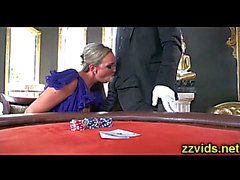 Smokin' blond Abbey Brooks drilled on cassino tableHDポルノ動画