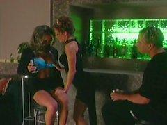 Deux Babes lesbiennes Femmes interrompu avec un ou Dick