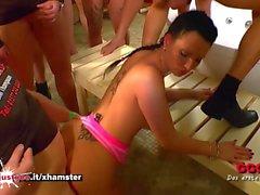 Sexy Brunette MILF Po lecken Experte - Deutsch Goo Girls