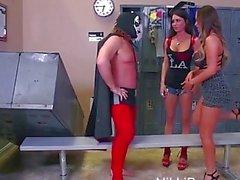 Etiqueta De Equipo !! Nikki el Benz y a Jessica Jaymes Threeway En del luchador piedra de Evan !