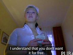 sie ist eine schlimme Zimmermädchen erhalten Muschi gefickt in HD