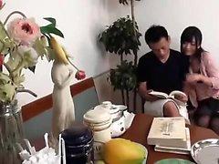 Asian Temptress usa giocattoli e uomini mascherati per il suo piacere