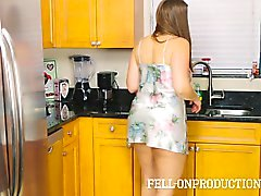 Matrigna di MILF nei Satin del Nighty cazzo fin