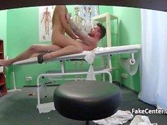 Sairaanhoitaja ratsastus iso kalu sairaala