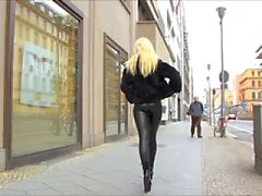 Latex Catsuit i Street