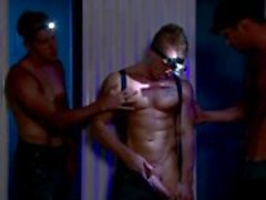 Gay muscley hete hunks met koplampen