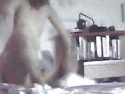 Milf versteckte Kamera zeichnet ihren intensiven analen Orgasmus auf