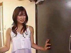 Sexig smala Oriental flicka i strumpor blir hennes vackra BS