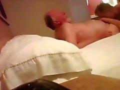 Gömd webcam i 86 året gammal farfar björnen motel room