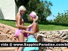 Reizvolles blondes Lesbos zu lecken und zu fingern Kätzchen in der großen Outdoor