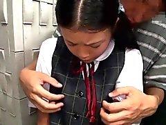 Busty sianhäntä japanilaisen schoolgirl suun nai