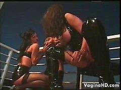 Freakige Und Reiz Lesben in einem Flotter Dreier