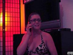 Spizoo - Kendra Lynn wird von zwei Zombies, dicke Titten gefickt