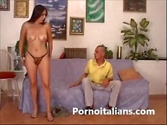 Casalinga tettona MILF italiana a scopa condizionata L'amante - porno amatoriale english