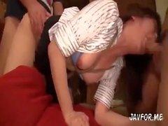 Japon Ofisi Bayanlar Yakalandı ve Suistimal Edildi # 1