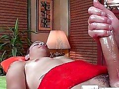 Guy obtiene aceitada para el masaje por el massagevictim