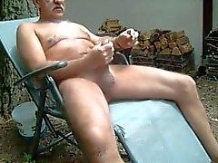 Vieux, masturbation, dehors