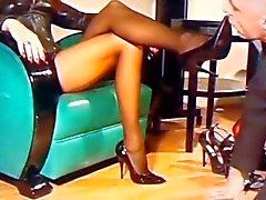 Sui piedi Mistress