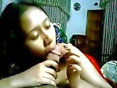 Intialainen tyttö suihin